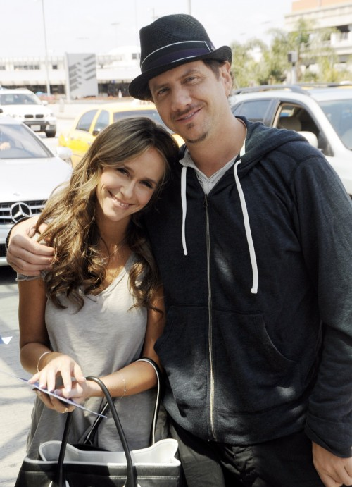Jennifer Love Hewitt and Jamie Kennedy are all smiles as they arrive at LAX Airport in Los Angeles, Ca